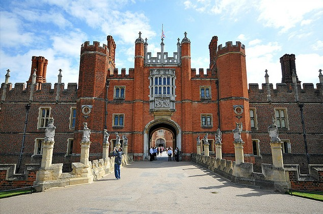 HAMPTON COURT crop Spotlight: London Historical Attractions for Olympic Visitors