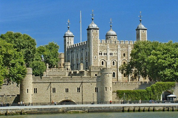 TOWER OF LONDON crop Spotlight: London Historical Attractions for Olympic Visitors